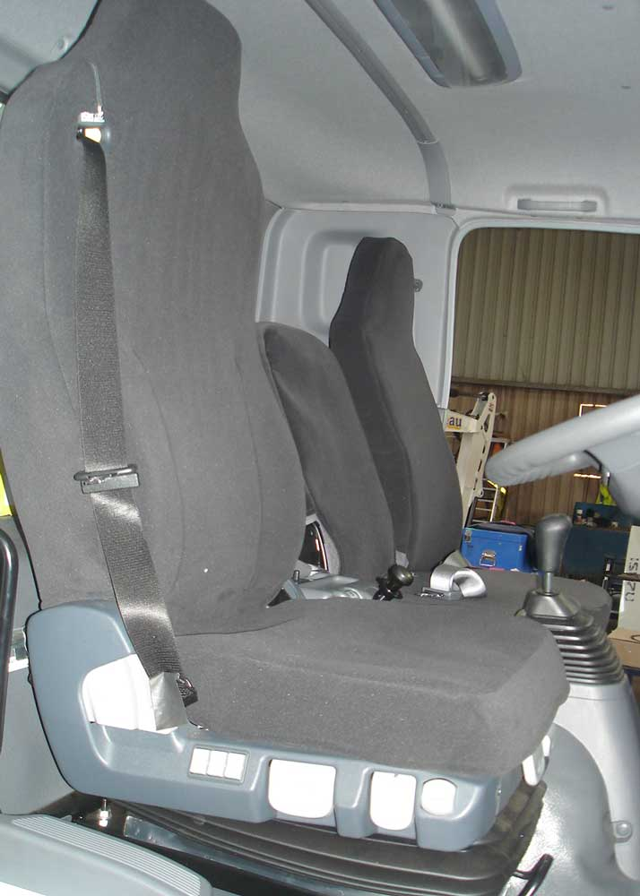 Ruffnuts seat cover for Isuzu truck